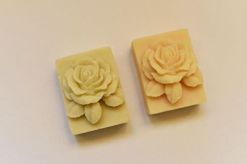 Sapunuri model floral - trandafir